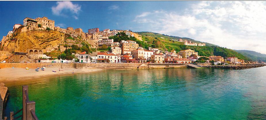 Spiaggia di Pizzo Calabro. Credits immagine: https://www.autostradadelmediterraneo.it/itinerari-la-via-dei-castelli